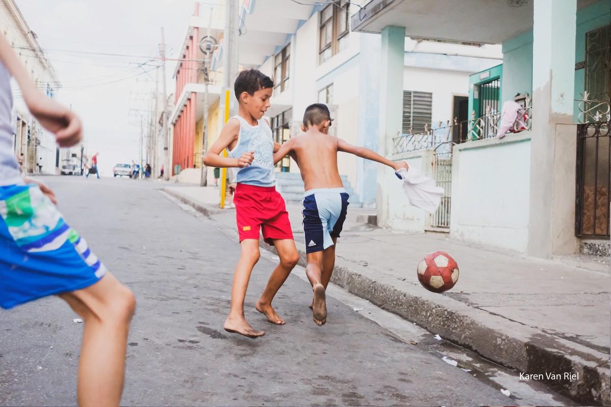 Straatvoetbal - Foto: Karen Van Riel