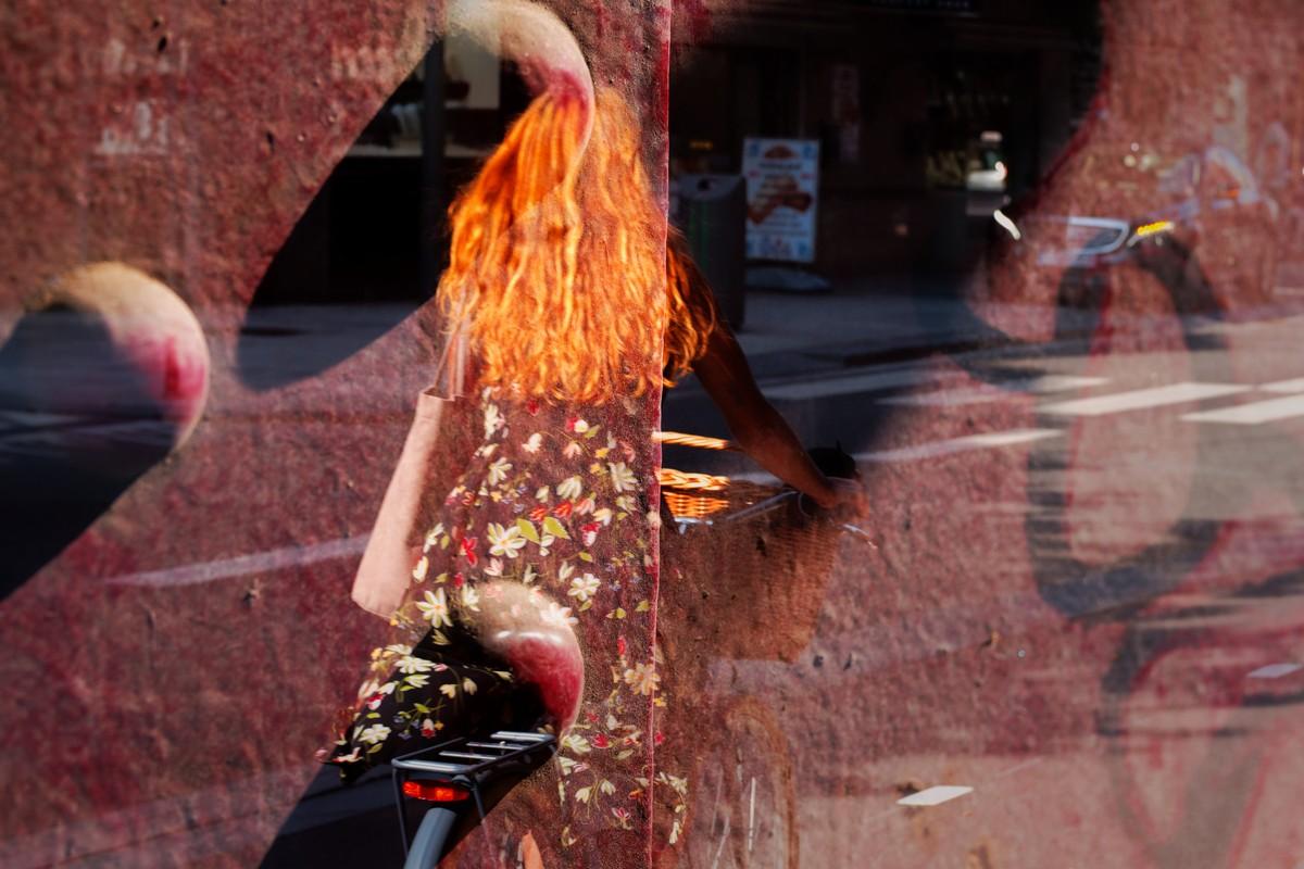 Dubbele belichting in straatfotografie: voor de dromers